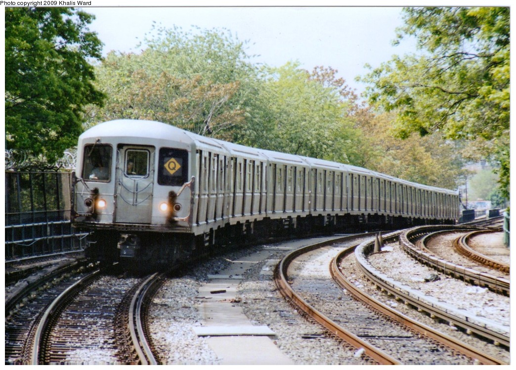 (261k, 1044x749)<br><b>Country:</b> United States<br><b>City:</b> New York<br><b>System:</b> New York City Transit<br><b>Line:</b> BMT Brighton Line<br><b>Location:</b> Sheepshead Bay <br><b>Route:</b> Q<br><b>Car:</b> R-40M (St. Louis, 1969)   <br><b>Photo by:</b> Khalis Ward<br><b>Date:</b> 5/23/2003<br><b>Viewed (this week/total):</b> 2 / 1768