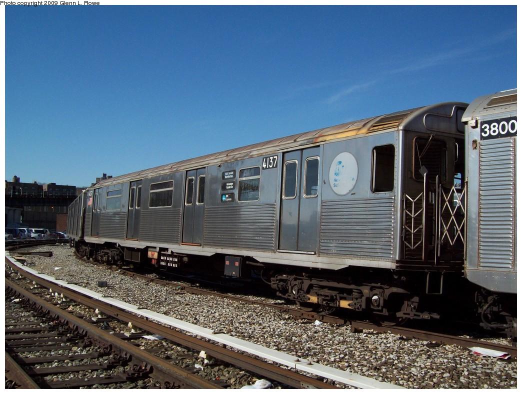 (249k, 1044x788)<br><b>Country:</b> United States<br><b>City:</b> New York<br><b>System:</b> New York City Transit<br><b>Location:</b> 207th Street Yard<br><b>Car:</b> R-38 (St. Louis, 1966-1967)  4137 <br><b>Photo by:</b> Glenn L. Rowe<br><b>Date:</b> 3/12/2009<br><b>Viewed (this week/total):</b> 1 / 1175