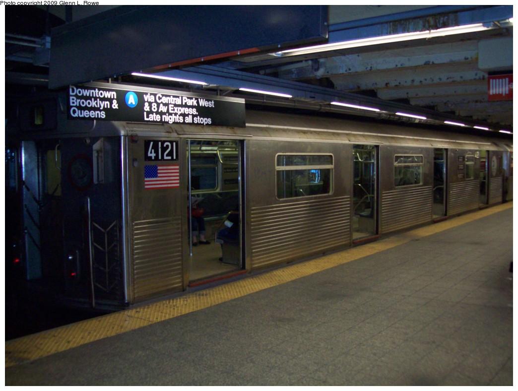 (187k, 1044x788)<br><b>Country:</b> United States<br><b>City:</b> New York<br><b>System:</b> New York City Transit<br><b>Line:</b> IND 8th Avenue Line<br><b>Location:</b> 207th Street <br><b>Route:</b> A<br><b>Car:</b> R-38 (St. Louis, 1966-1967)  4121 <br><b>Photo by:</b> Glenn L. Rowe<br><b>Date:</b> 3/12/2009<br><b>Viewed (this week/total):</b> 0 / 1201