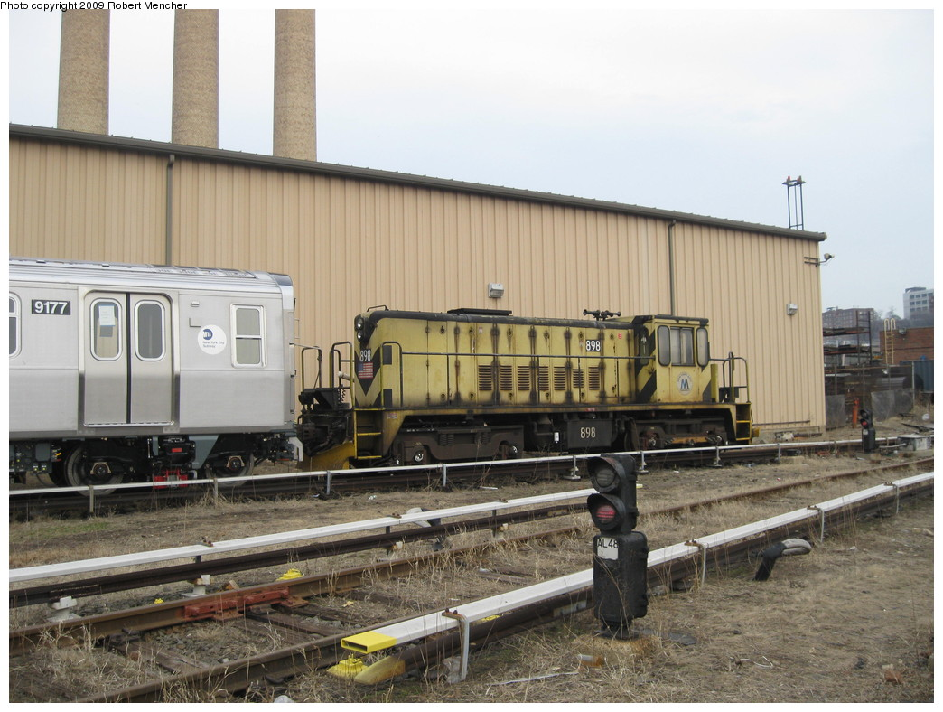 (224k, 1044x788)<br><b>Country:</b> United States<br><b>City:</b> New York<br><b>System:</b> New York City Transit<br><b>Location:</b> 207th Street Yard<br><b>Car:</b> R-77 Locomotive  898 <br><b>Photo by:</b> Robert Mencher<br><b>Date:</b> 3/7/2009<br><b>Viewed (this week/total):</b> 0 / 650