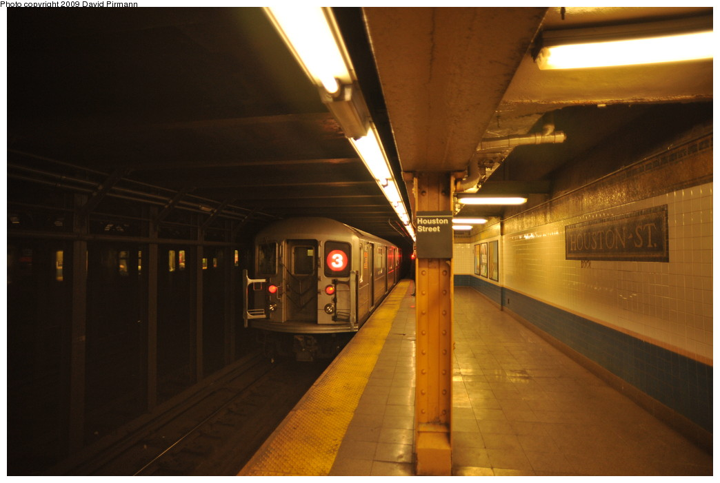 (202k, 1044x701)<br><b>Country:</b> United States<br><b>City:</b> New York<br><b>System:</b> New York City Transit<br><b>Line:</b> IRT West Side Line<br><b>Location:</b> Houston Street<br><b>Route:</b> 3<br><b>Car:</b> R-62 (Kawasaki, 1983-1985) 1485 <br><b>Photo by:</b> David Pirmann<br><b>Date:</b> 3/15/2009<br><b>Viewed (this week/total):</b> 0 / 2495