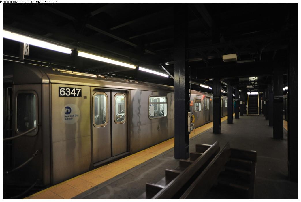 (186k, 1044x701)<br><b>Country:</b> United States<br><b>City:</b> New York<br><b>System:</b> New York City Transit<br><b>Line:</b> IRT West Side Line<br><b>Location:</b> Chambers Street <br><b>Route:</b> 2<br><b>Car:</b> R-142 (Primary Order, Bombardier, 1999-2002)  6347 <br><b>Photo by:</b> David Pirmann<br><b>Date:</b> 3/15/2009<br><b>Viewed (this week/total):</b> 2 / 1823