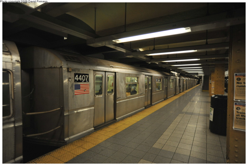 (212k, 1044x701)<br><b>Country:</b> United States<br><b>City:</b> New York<br><b>System:</b> New York City Transit<br><b>Line:</b> IND 8th Avenue Line<br><b>Location:</b> 14th Street <br><b>Route:</b> A<br><b>Car:</b> R-40 (St. Louis, 1968)  4407 <br><b>Photo by:</b> David Pirmann<br><b>Date:</b> 3/15/2009<br><b>Viewed (this week/total):</b> 2 / 1155
