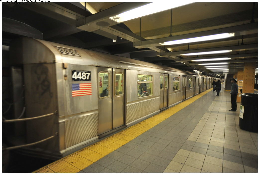 (223k, 1044x701)<br><b>Country:</b> United States<br><b>City:</b> New York<br><b>System:</b> New York City Transit<br><b>Line:</b> IND 8th Avenue Line<br><b>Location:</b> 14th Street <br><b>Route:</b> E<br><b>Car:</b> R-40M (St. Louis, 1969)  4487 <br><b>Photo by:</b> David Pirmann<br><b>Date:</b> 3/15/2009<br><b>Viewed (this week/total):</b> 0 / 1039