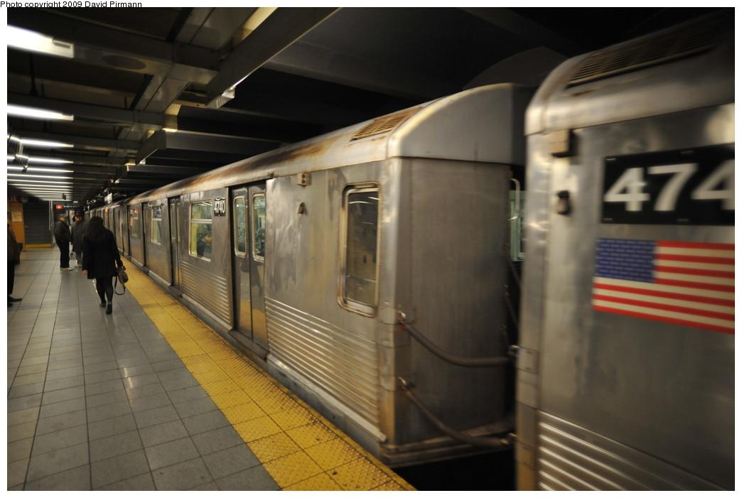(213k, 1044x701)<br><b>Country:</b> United States<br><b>City:</b> New York<br><b>System:</b> New York City Transit<br><b>Line:</b> IND 8th Avenue Line<br><b>Location:</b> 14th Street <br><b>Route:</b> E<br><b>Car:</b> R-42 (St. Louis, 1969-1970)  4740 <br><b>Photo by:</b> David Pirmann<br><b>Date:</b> 3/15/2009<br><b>Viewed (this week/total):</b> 1 / 758