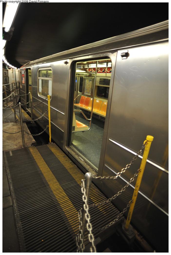 (239k, 701x1043)<br><b>Country:</b> United States<br><b>City:</b> New York<br><b>System:</b> New York City Transit<br><b>Line:</b> IRT West Side Line<br><b>Location:</b> South Ferry (Outer Loop Station) <br><b>Route:</b> 1<br><b>Car:</b> R-62A (Bombardier, 1984-1987)  1891 <br><b>Photo by:</b> David Pirmann<br><b>Date:</b> 3/15/2009<br><b>Notes:</b> Final day of revenue service at loop station.<br><b>Viewed (this week/total):</b> 4 / 1009