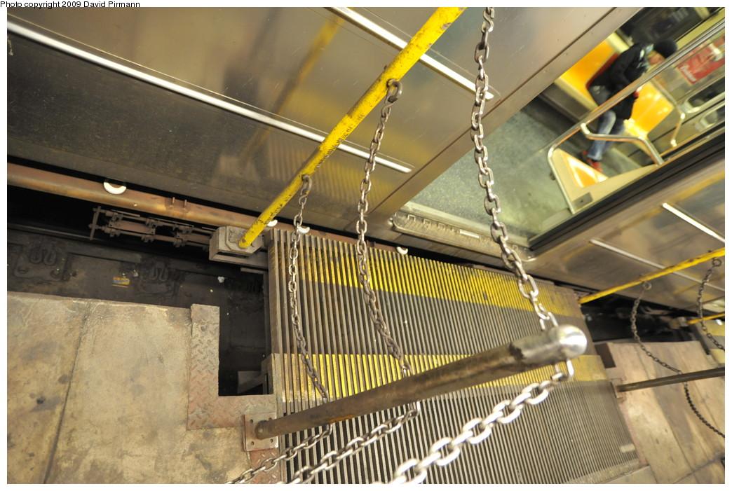 (279k, 1044x701)<br><b>Country:</b> United States<br><b>City:</b> New York<br><b>System:</b> New York City Transit<br><b>Line:</b> IRT West Side Line<br><b>Location:</b> South Ferry (Outer Loop Station) <br><b>Photo by:</b> David Pirmann<br><b>Date:</b> 3/15/2009<br><b>Notes:</b> Closeup on gap filler. Final day of revenue service at loop station.<br><b>Viewed (this week/total):</b> 0 / 1347