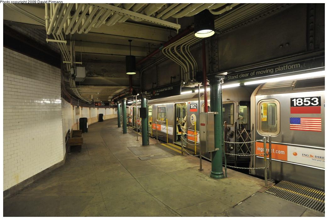 (260k, 1044x701)<br><b>Country:</b> United States<br><b>City:</b> New York<br><b>System:</b> New York City Transit<br><b>Line:</b> IRT West Side Line<br><b>Location:</b> South Ferry (Outer Loop Station) <br><b>Route:</b> 1<br><b>Car:</b> R-62A (Bombardier, 1984-1987)  1852 <br><b>Photo by:</b> David Pirmann<br><b>Date:</b> 3/15/2009<br><b>Notes:</b> Final day of revenue service at loop station.<br><b>Viewed (this week/total):</b> 2 / 1320