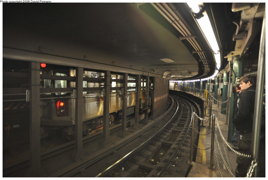 (221k, 1044x701)<br><b>Country:</b> United States<br><b>City:</b> New York<br><b>System:</b> New York City Transit<br><b>Line:</b> IRT West Side Line<br><b>Location:</b> South Ferry (Outer Loop Station) <br><b>Route:</b> 5<br><b>Car:</b> R-142 (Primary Order, Bombardier, 1999-2002)  6725 <br><b>Photo by:</b> David Pirmann<br><b>Date:</b> 3/15/2009<br><b>Notes:</b> 5 train on inner loop. Final day of revenue service at loop station.<br><b>Viewed (this week/total):</b> 1 / 2148