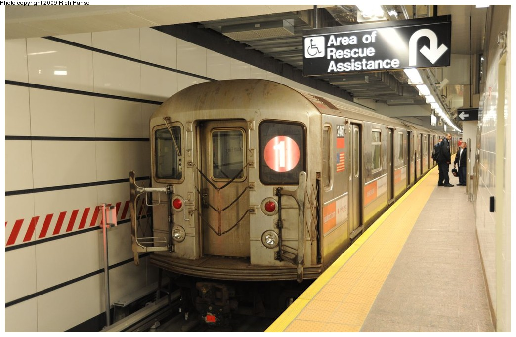 (160k, 1044x682)<br><b>Country:</b> United States<br><b>City:</b> New York<br><b>System:</b> New York City Transit<br><b>Line:</b> IRT West Side Line<br><b>Location:</b> South Ferry (New Station) <br><b>Route:</b> 1<br><b>Car:</b> R-62A (Bombardier, 1984-1987)  2461 <br><b>Photo by:</b> Richard Panse<br><b>Date:</b> 3/16/2009<br><b>Viewed (this week/total):</b> 3 / 1657