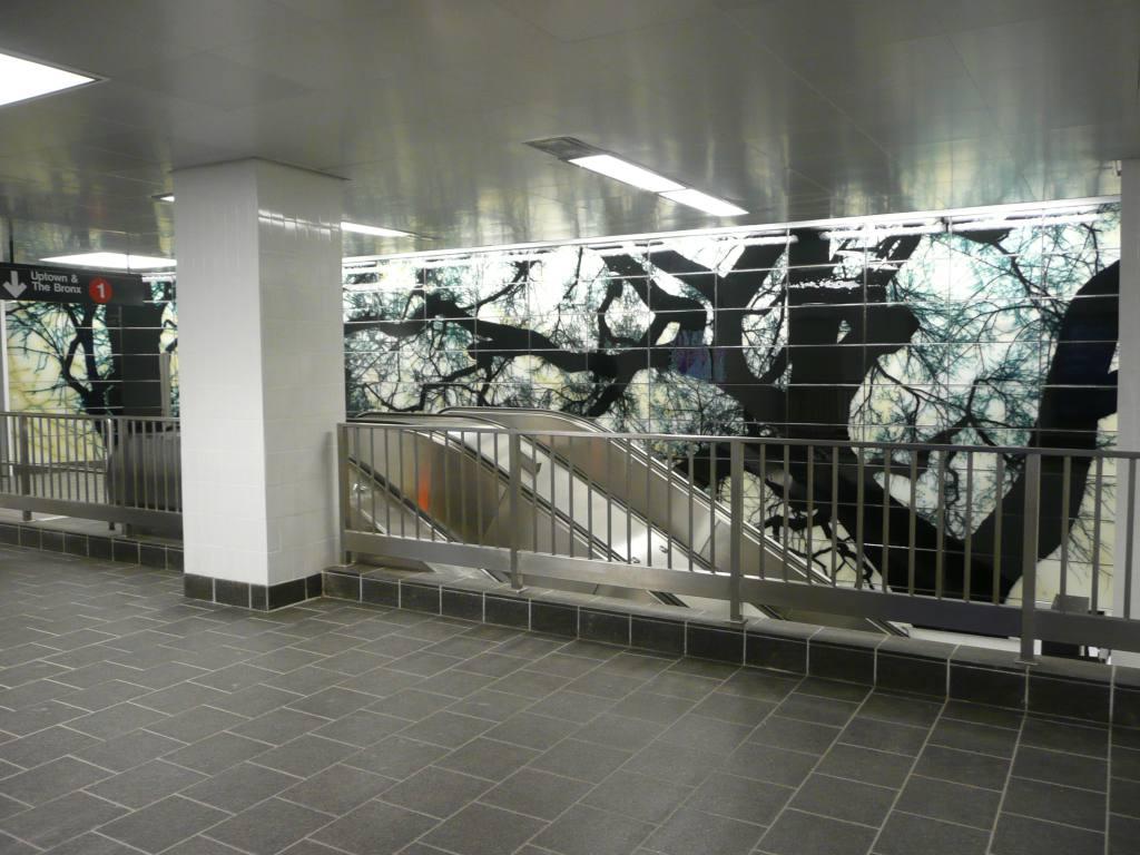 (127k, 1024x768)<br><b>Country:</b> United States<br><b>City:</b> New York<br><b>System:</b> New York City Transit<br><b>Line:</b> IRT West Side Line<br><b>Location:</b> South Ferry (New Station)<br><b>Photo by:</b> Robbie Rosenfeld<br><b>Date:</b> 3/16/2009<br><b>Artwork:</b> <i>See It Split, See It Change</i>, Doug & Mike Starn, 2007<br><b>Viewed (this week/total):</b> 1 / 1655