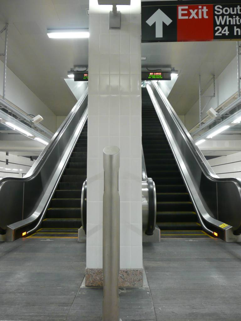 (87k, 768x1024)<br><b>Country:</b> United States<br><b>City:</b> New York<br><b>System:</b> New York City Transit<br><b>Line:</b> IRT West Side Line<br><b>Location:</b> South Ferry (New Station) <br><b>Photo by:</b> Robbie Rosenfeld<br><b>Date:</b> 3/16/2009<br><b>Notes:</b> Escalator to mezzanine.<br><b>Viewed (this week/total):</b> 0 / 1233