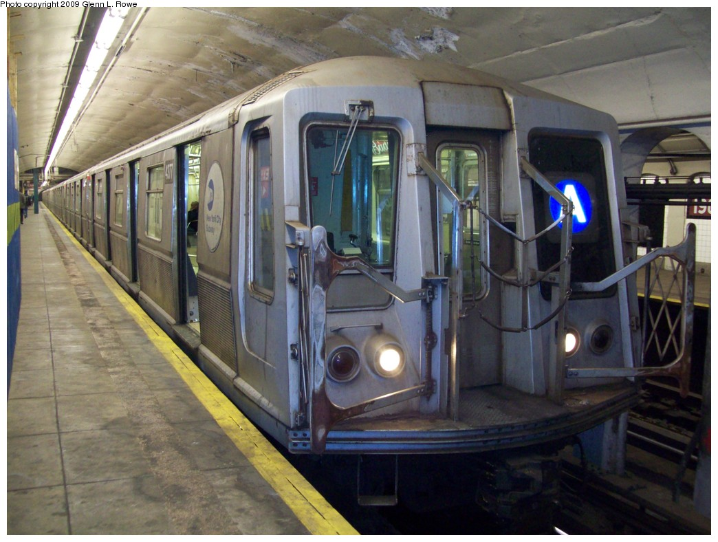 (213k, 1044x788)<br><b>Country:</b> United States<br><b>City:</b> New York<br><b>System:</b> New York City Transit<br><b>Line:</b> IND 8th Avenue Line<br><b>Location:</b> 190th Street/Overlook Terrace <br><b>Route:</b> A<br><b>Car:</b> R-40 (St. Louis, 1968)  4377 <br><b>Photo by:</b> Glenn L. Rowe<br><b>Date:</b> 3/18/2009<br><b>Viewed (this week/total):</b> 0 / 4641