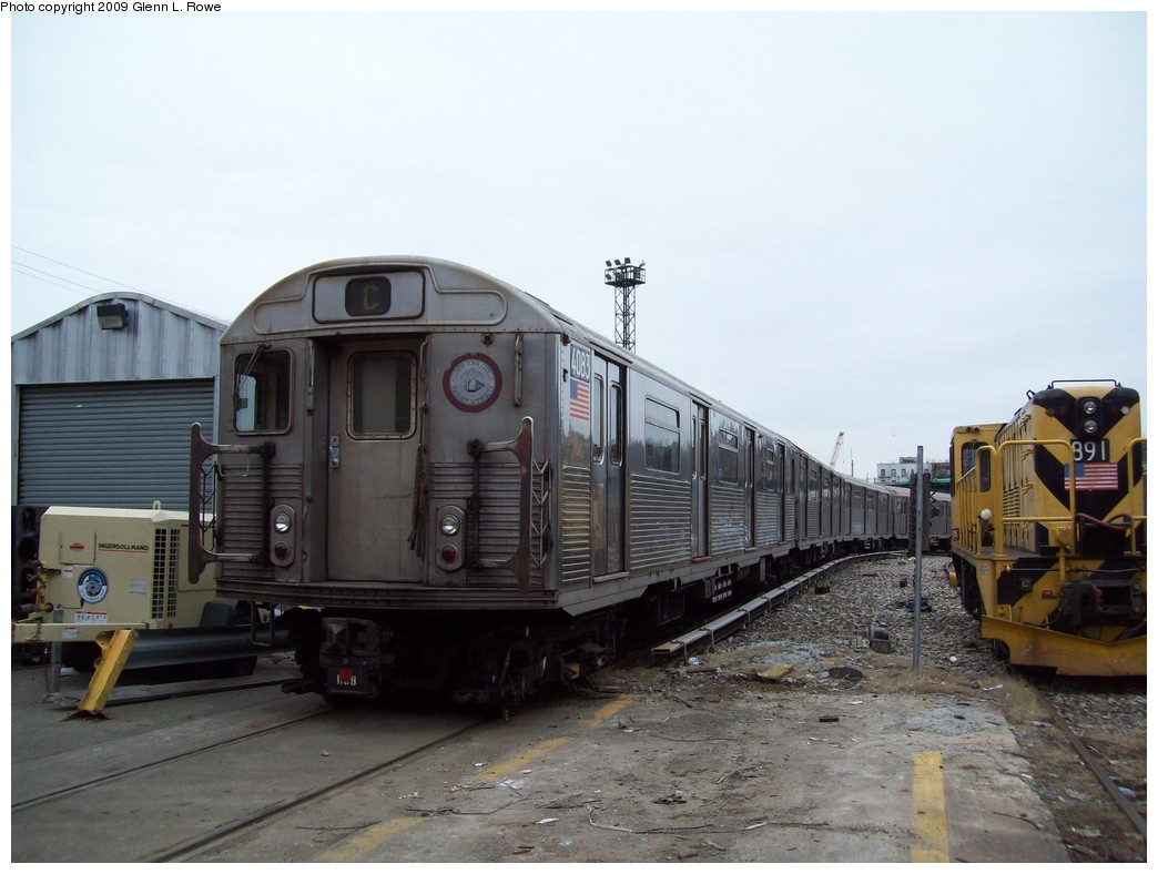 (178k, 1044x788)<br><b>Country:</b> United States<br><b>City:</b> New York<br><b>System:</b> New York City Transit<br><b>Location:</b> 207th Street Yard<br><b>Car:</b> R-38 (St. Louis, 1966-1967)  4083 <br><b>Photo by:</b> Glenn L. Rowe<br><b>Date:</b> 3/19/2009<br><b>Viewed (this week/total):</b> 0 / 1106