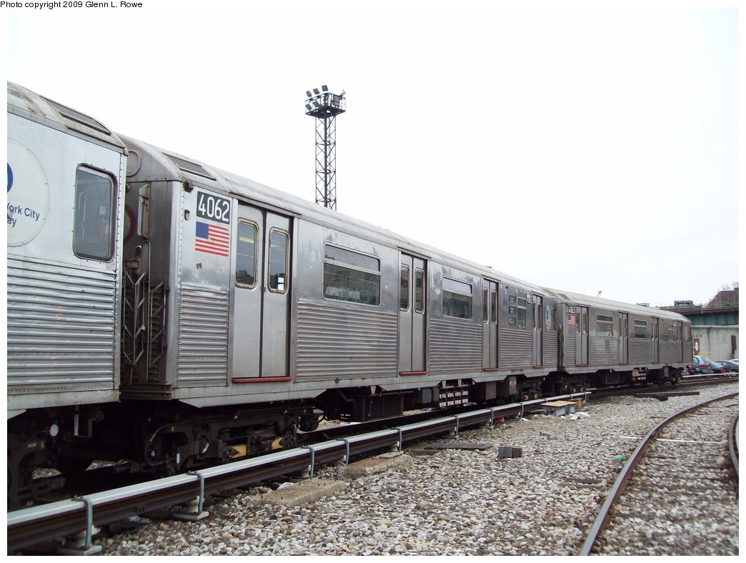 (214k, 1044x788)<br><b>Country:</b> United States<br><b>City:</b> New York<br><b>System:</b> New York City Transit<br><b>Location:</b> 207th Street Yard<br><b>Car:</b> R-38 (St. Louis, 1966-1967)  4062 <br><b>Photo by:</b> Glenn L. Rowe<br><b>Date:</b> 3/19/2009<br><b>Viewed (this week/total):</b> 0 / 878