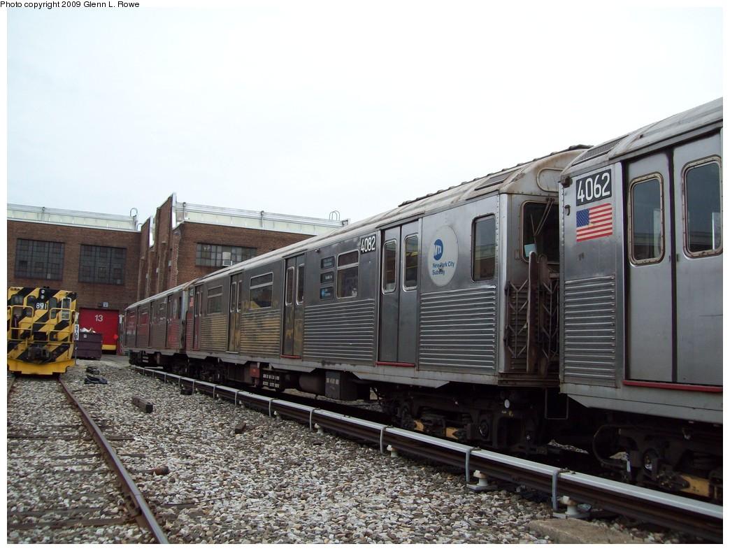 (220k, 1044x788)<br><b>Country:</b> United States<br><b>City:</b> New York<br><b>System:</b> New York City Transit<br><b>Location:</b> 207th Street Yard<br><b>Car:</b> R-38 (St. Louis, 1966-1967)  4082 <br><b>Photo by:</b> Glenn L. Rowe<br><b>Date:</b> 3/19/2009<br><b>Viewed (this week/total):</b> 0 / 856