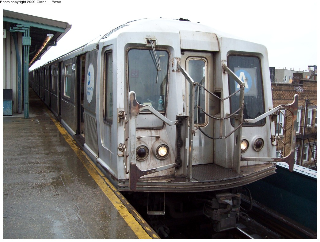 (223k, 1044x788)<br><b>Country:</b> United States<br><b>City:</b> New York<br><b>System:</b> New York City Transit<br><b>Line:</b> IND Fulton Street Line<br><b>Location:</b> Lefferts Boulevard <br><b>Route:</b> A<br><b>Car:</b> R-40 (St. Louis, 1968)  4272 <br><b>Photo by:</b> Glenn L. Rowe<br><b>Date:</b> 3/19/2009<br><b>Viewed (this week/total):</b> 2 / 735