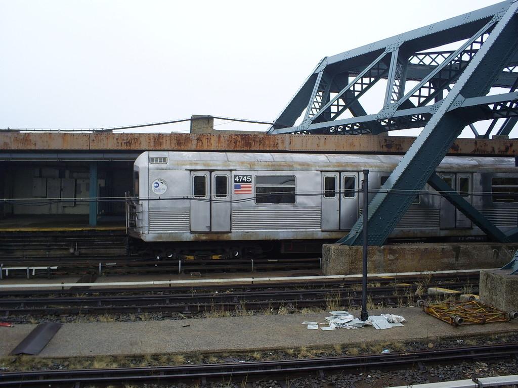(263k, 1024x768)<br><b>Country:</b> United States<br><b>City:</b> New York<br><b>System:</b> New York City Transit<br><b>Line:</b> IND Crosstown Line<br><b>Location:</b> Smith/9th Street <br><b>Route:</b> F<br><b>Car:</b> R-42 (St. Louis, 1969-1970)  4745 <br><b>Photo by:</b> Christopher Henderson<br><b>Date:</b> 3/11/2009<br><b>Viewed (this week/total):</b> 0 / 1634