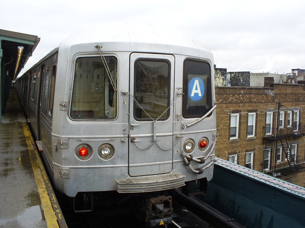 (247k, 1024x768)<br><b>Country:</b> United States<br><b>City:</b> New York<br><b>System:</b> New York City Transit<br><b>Line:</b> IND Fulton Street Line<br><b>Location:</b> Lefferts Boulevard <br><b>Route:</b> A<br><b>Car:</b> R-46 (Pullman-Standard, 1974-75) 6146 <br><b>Photo by:</b> Christopher Henderson<br><b>Date:</b> 3/19/2009<br><b>Viewed (this week/total):</b> 0 / 1047