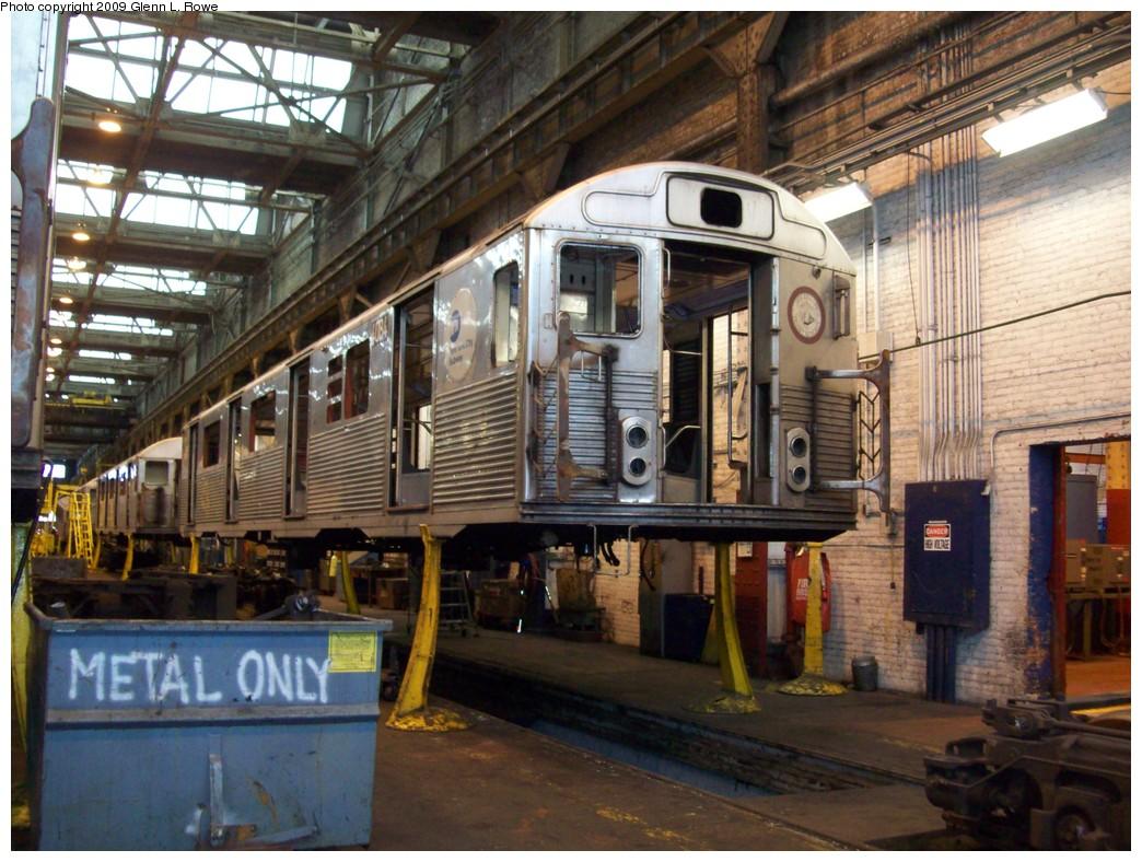 (251k, 1044x788)<br><b>Country:</b> United States<br><b>City:</b> New York<br><b>System:</b> New York City Transit<br><b>Location:</b> 207th Street Shop<br><b>Car:</b> R-38 (St. Louis, 1966-1967)  4084 <br><b>Photo by:</b> Glenn L. Rowe<br><b>Date:</b> 3/20/2009<br><b>Notes:</b> Scrap<br><b>Viewed (this week/total):</b> 2 / 1066
