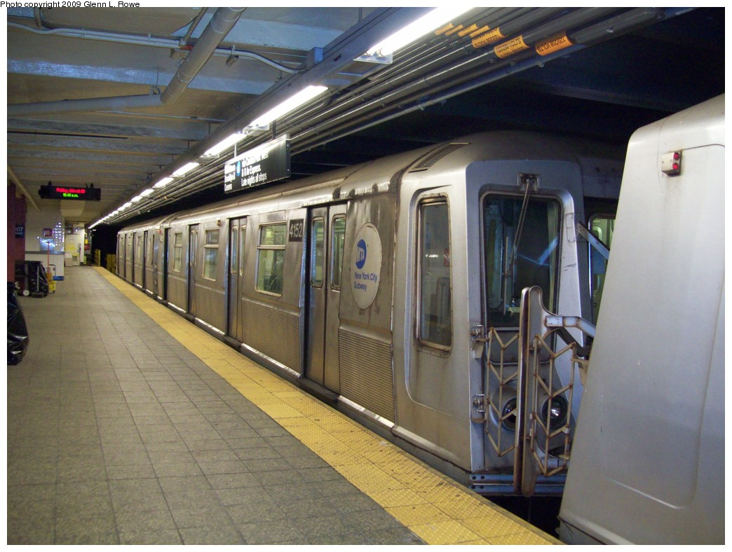 (213k, 1044x788)<br><b>Country:</b> United States<br><b>City:</b> New York<br><b>System:</b> New York City Transit<br><b>Line:</b> IND 8th Avenue Line<br><b>Location:</b> 207th Street <br><b>Route:</b> A<br><b>Car:</b> R-40 (St. Louis, 1968)  4152 <br><b>Photo by:</b> Glenn L. Rowe<br><b>Date:</b> 3/20/2009<br><b>Viewed (this week/total):</b> 0 / 908