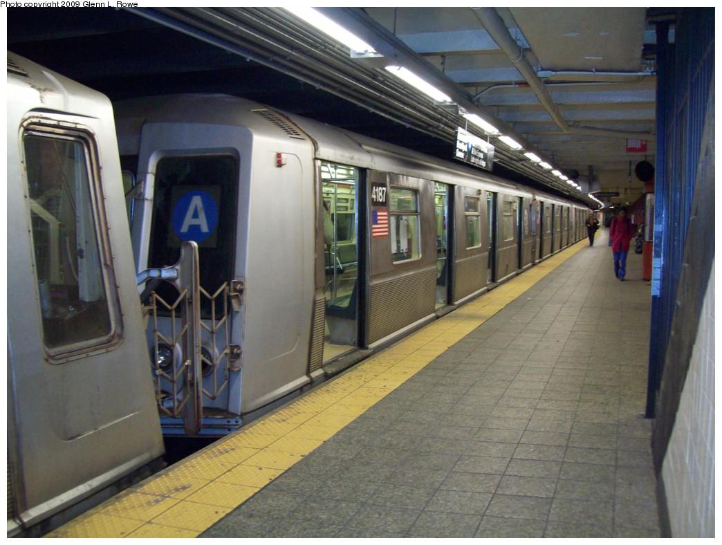 (208k, 1044x788)<br><b>Country:</b> United States<br><b>City:</b> New York<br><b>System:</b> New York City Transit<br><b>Line:</b> IND 8th Avenue Line<br><b>Location:</b> 207th Street <br><b>Route:</b> A<br><b>Car:</b> R-40 (St. Louis, 1968)  4187 <br><b>Photo by:</b> Glenn L. Rowe<br><b>Date:</b> 3/20/2009<br><b>Viewed (this week/total):</b> 1 / 1231