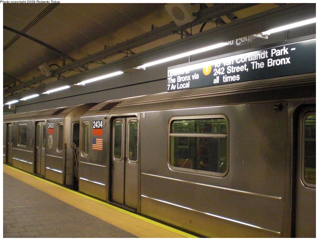 (253k, 1044x788)<br><b>Country:</b> United States<br><b>City:</b> New York<br><b>System:</b> New York City Transit<br><b>Line:</b> IRT West Side Line<br><b>Location:</b> South Ferry (New Station) <br><b>Route:</b> 1<br><b>Car:</b> R-62A (Bombardier, 1984-1987)  2434 <br><b>Photo by:</b> Roberto C. Tobar<br><b>Date:</b> 3/20/2009<br><b>Viewed (this week/total):</b> 1 / 1980