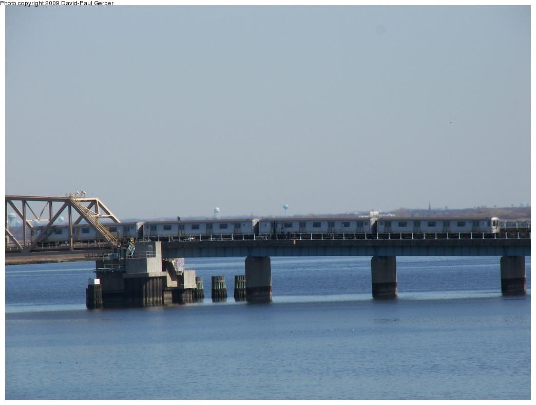 (187k, 1044x788)<br><b>Country:</b> United States<br><b>City:</b> New York<br><b>System:</b> New York City Transit<br><b>Line:</b> IND Rockaway<br><b>Location:</b> South Channel Bridge <br><b>Route:</b> S<br><b>Car:</b> R-44 (St. Louis, 1971-73)  <br><b>Photo by:</b> David-Paul Gerber<br><b>Date:</b> 3/21/2009<br><b>Viewed (this week/total):</b> 0 / 1027