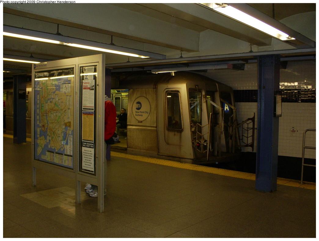 (237k, 1044x788)<br><b>Country:</b> United States<br><b>City:</b> New York<br><b>System:</b> New York City Transit<br><b>Line:</b> IND 8th Avenue Line<br><b>Location:</b> Chambers Street/World Trade Center <br><b>Route:</b> A reroute<br><b>Car:</b> R-40 (St. Louis, 1968)  4280 <br><b>Photo by:</b> Christopher Henderson<br><b>Date:</b> 3/15/2009<br><b>Notes:</b> A train at E train terminal<br><b>Viewed (this week/total):</b> 0 / 1901