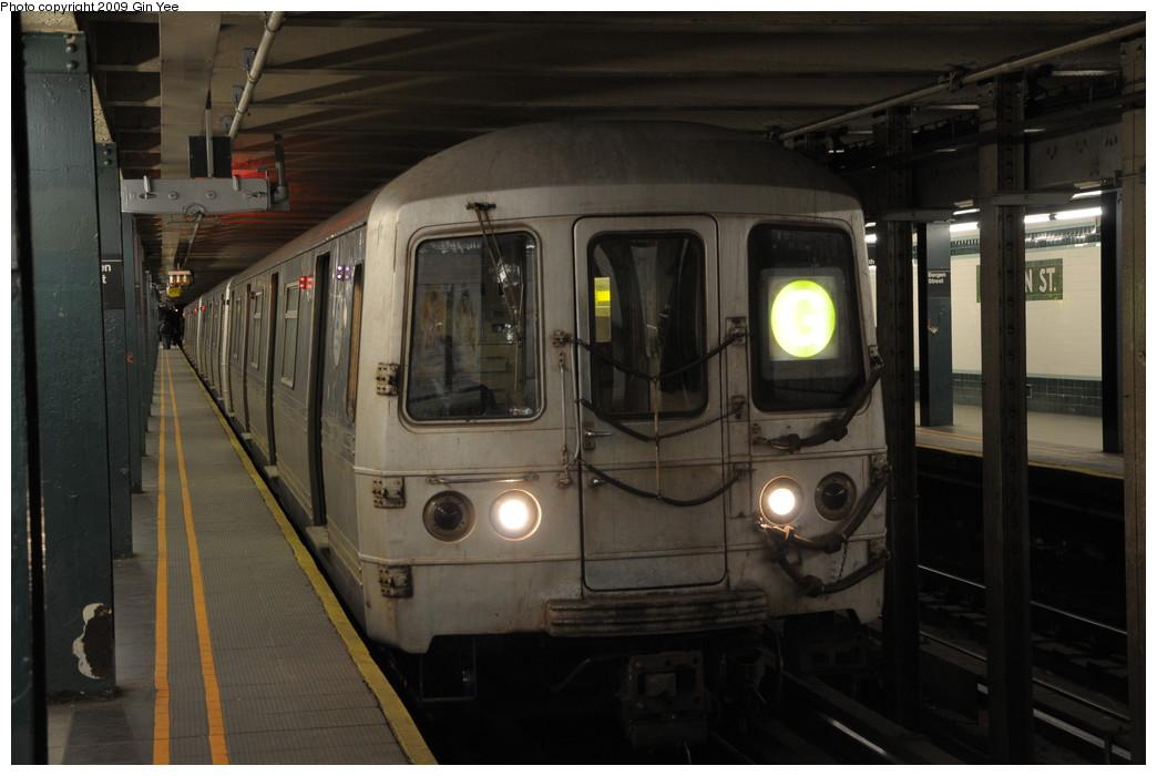 (216k, 1044x700)<br><b>Country:</b> United States<br><b>City:</b> New York<br><b>System:</b> New York City Transit<br><b>Line:</b> IND Crosstown Line<br><b>Location:</b> Bergen Street <br><b>Route:</b> G<br><b>Car:</b> R-46 (Pullman-Standard, 1974-75)  <br><b>Photo by:</b> Gin Yee<br><b>Date:</b> 3/23/2009<br><b>Viewed (this week/total):</b> 3 / 2408