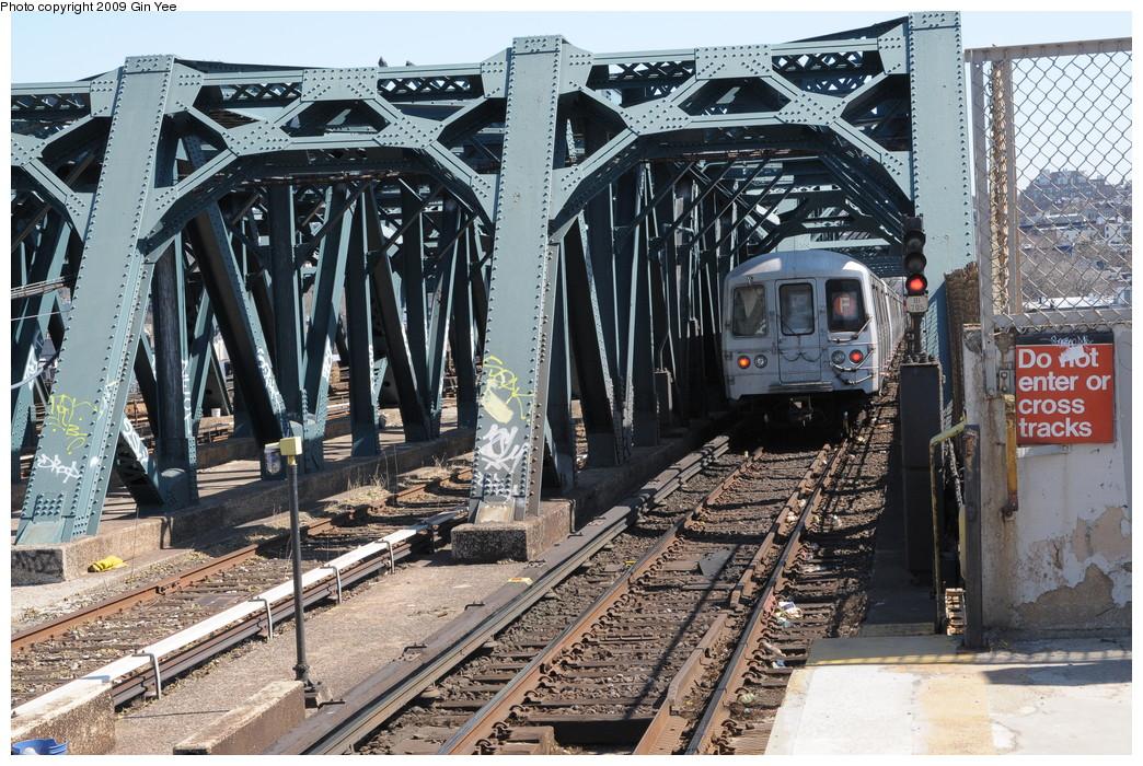 (364k, 1044x700)<br><b>Country:</b> United States<br><b>City:</b> New York<br><b>System:</b> New York City Transit<br><b>Line:</b> IND Crosstown Line<br><b>Location:</b> Smith/9th Street <br><b>Route:</b> F<br><b>Car:</b> R-46 (Pullman-Standard, 1974-75)  <br><b>Photo by:</b> Gin Yee<br><b>Date:</b> 3/23/2009<br><b>Viewed (this week/total):</b> 0 / 1571
