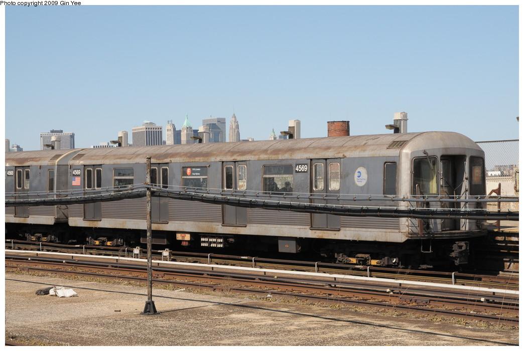 (256k, 1044x700)<br><b>Country:</b> United States<br><b>City:</b> New York<br><b>System:</b> New York City Transit<br><b>Line:</b> IND Crosstown Line<br><b>Location:</b> Smith/9th Street <br><b>Route:</b> F<br><b>Car:</b> R-42 (St. Louis, 1969-1970)  4569 <br><b>Photo by:</b> Gin Yee<br><b>Date:</b> 3/23/2009<br><b>Viewed (this week/total):</b> 0 / 1311