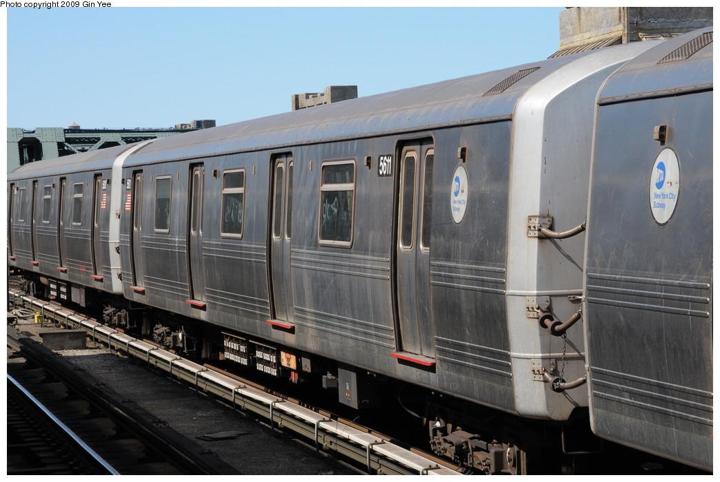 (250k, 1044x700)<br><b>Country:</b> United States<br><b>City:</b> New York<br><b>System:</b> New York City Transit<br><b>Line:</b> IND Crosstown Line<br><b>Location:</b> 4th Avenue <br><b>Route:</b> G<br><b>Car:</b> R-46 (Pullman-Standard, 1974-75) 5611 <br><b>Photo by:</b> Gin Yee<br><b>Date:</b> 3/23/2009<br><b>Viewed (this week/total):</b> 0 / 1086