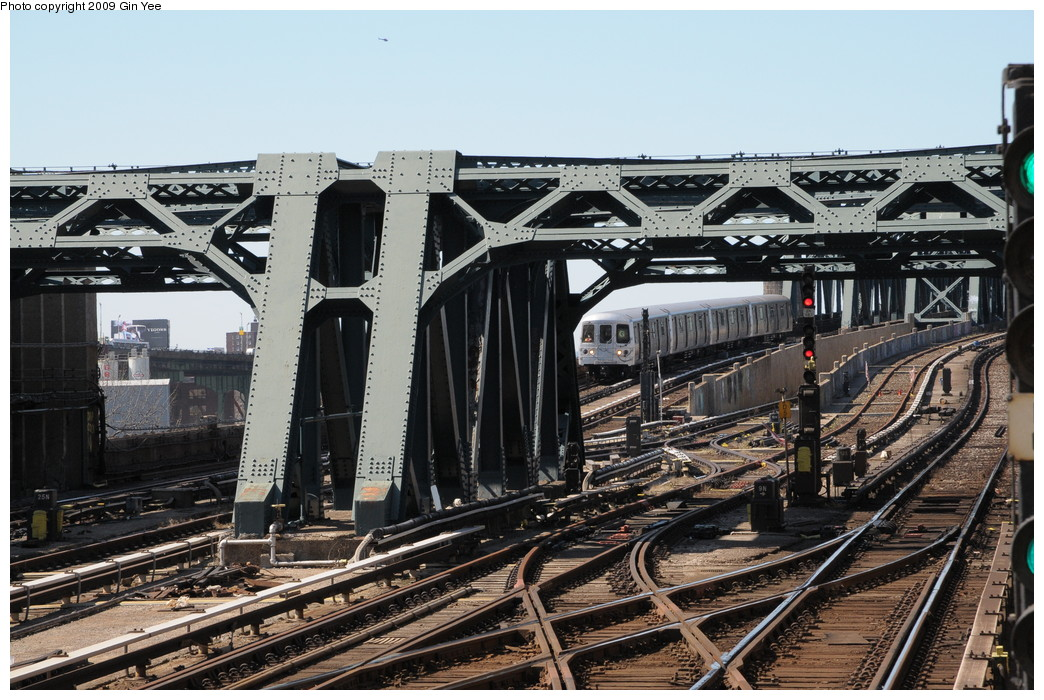 (304k, 1044x700)<br><b>Country:</b> United States<br><b>City:</b> New York<br><b>System:</b> New York City Transit<br><b>Line:</b> IND Crosstown Line<br><b>Location:</b> 4th Avenue <br><b>Route:</b> G<br><b>Car:</b> R-46 (Pullman-Standard, 1974-75)  <br><b>Photo by:</b> Gin Yee<br><b>Date:</b> 3/23/2009<br><b>Viewed (this week/total):</b> 0 / 1658