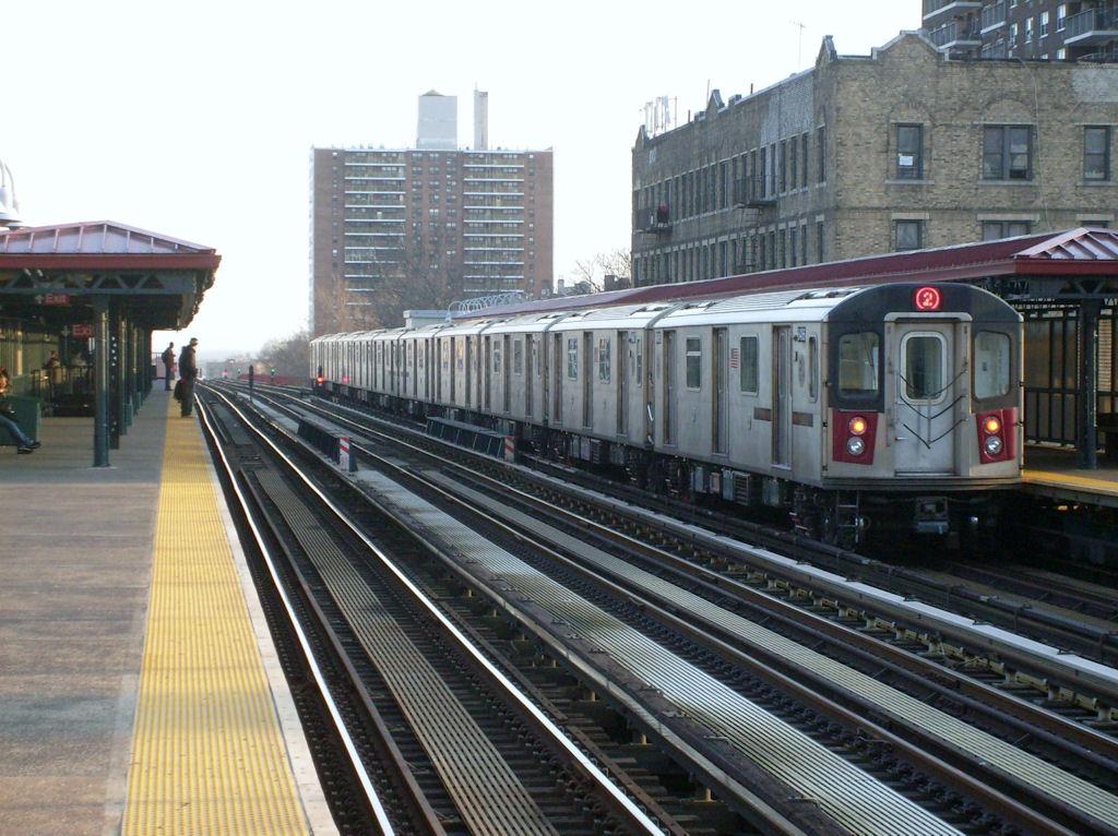 (194k, 1024x766)<br><b>Country:</b> United States<br><b>City:</b> New York<br><b>System:</b> New York City Transit<br><b>Line:</b> IRT White Plains Road Line<br><b>Location:</b> Allerton Avenue <br><b>Route:</b> 5<br><b>Car:</b> R-142 or R-142A (Number Unknown)  <br><b>Photo by:</b> Oswaldo C.<br><b>Date:</b> 3/18/2009<br><b>Viewed (this week/total):</b> 0 / 1622