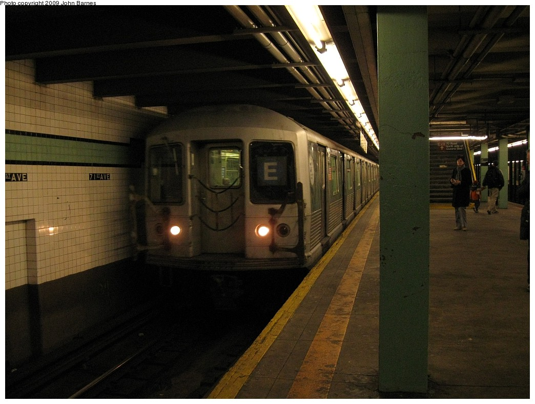 (210k, 1044x788)<br><b>Country:</b> United States<br><b>City:</b> New York<br><b>System:</b> New York City Transit<br><b>Line:</b> IND Queens Boulevard Line<br><b>Location:</b> 71st/Continental Aves./Forest Hills <br><b>Route:</b> E<br><b>Car:</b> R-42 (St. Louis, 1969-1970)  4705 <br><b>Photo by:</b> John Barnes<br><b>Date:</b> 3/15/2009<br><b>Viewed (this week/total):</b> 3 / 1626