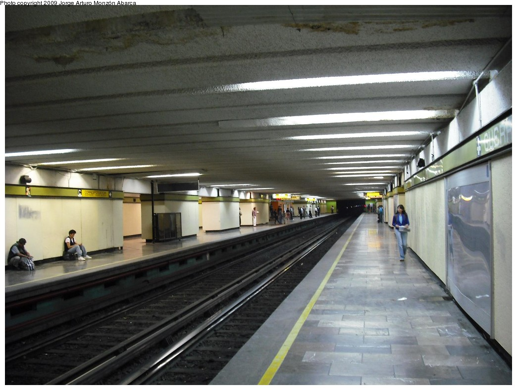 (184k, 1044x788)<br><b>Country:</b> Mexico<br><b>City:</b> Mexico City<br><b>System:</b> Mexico City Metro (Sistema de Transporte Colectivo Metro - STM)<br><b>Line:</b> STC Metro Line 3<br><b>Location:</b> Guerrero <br><b>Photo by:</b> Jorge Arturo Monzón Abarca<br><b>Date:</b> 1/11/2009<br><b>Viewed (this week/total):</b> 0 / 599