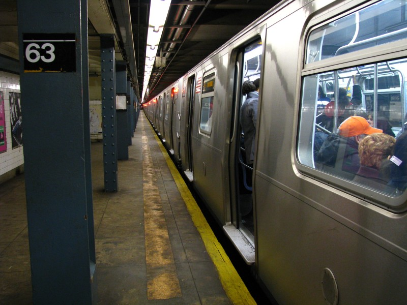 (126k, 800x600)<br><b>Country:</b> United States<br><b>City:</b> New York<br><b>System:</b> New York City Transit<br><b>Line:</b> IND Queens Boulevard Line<br><b>Location:</b> 63rd Drive/Rego Park <br><b>Route:</b> E<br><b>Car:</b> R-160A (Option 1) (Alstom, 2008-2009, 5 car sets)  9333 <br><b>Photo by:</b> Bill E.<br><b>Date:</b> 3/14/2009<br><b>Viewed (this week/total):</b> 1 / 1640