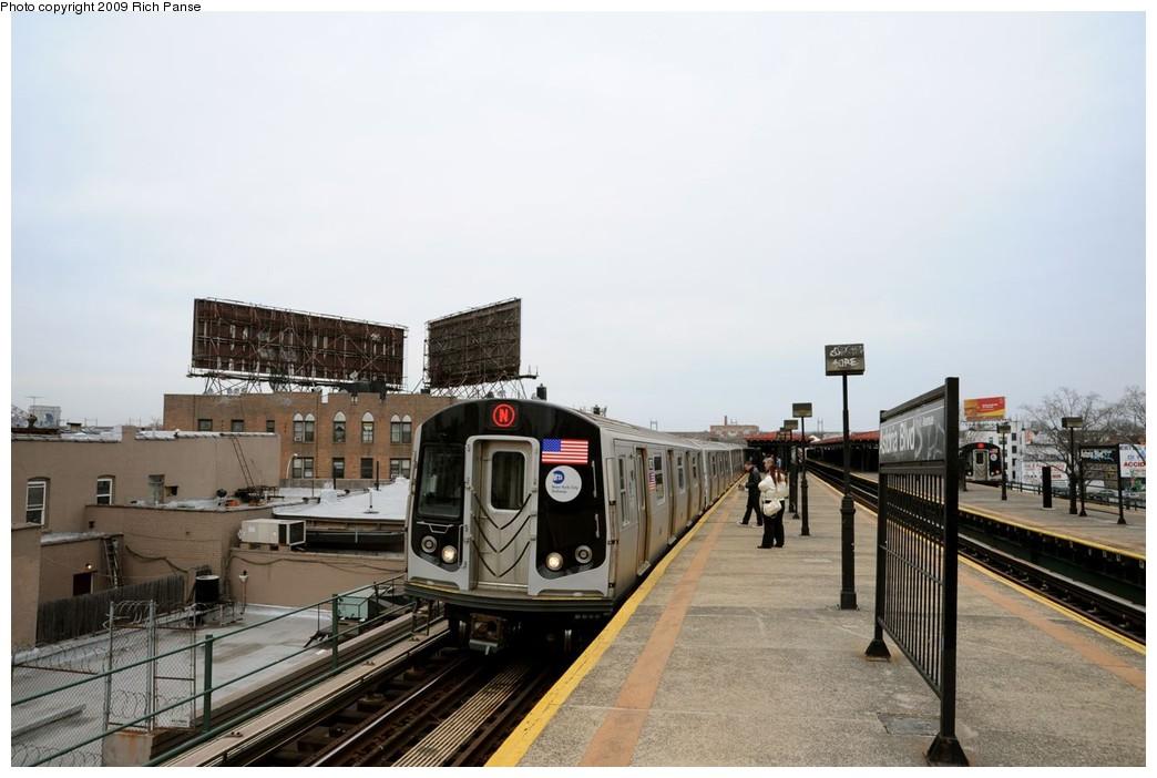 (156k, 1044x702)<br><b>Country:</b> United States<br><b>City:</b> New York<br><b>System:</b> New York City Transit<br><b>Line:</b> BMT Astoria Line<br><b>Location:</b> Astoria Boulevard/Hoyt Avenue <br><b>Route:</b> N<br><b>Car:</b> R-160B (Kawasaki, 2005-2008)   <br><b>Photo by:</b> Richard Panse<br><b>Date:</b> 3/16/2009<br><b>Viewed (this week/total):</b> 3 / 1480