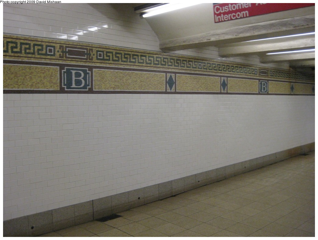 (155k, 1044x788)<br><b>Country:</b> United States<br><b>City:</b> New York<br><b>System:</b> New York City Transit<br><b>Line:</b> BMT Nassau Street/Jamaica Line<br><b>Location:</b> Broad Street <br><b>Photo by:</b> David M. <br><b>Date:</b> 2/19/2009<br><b>Notes:</b> Mosaic tile.<br><b>Viewed (this week/total):</b> 0 / 1175