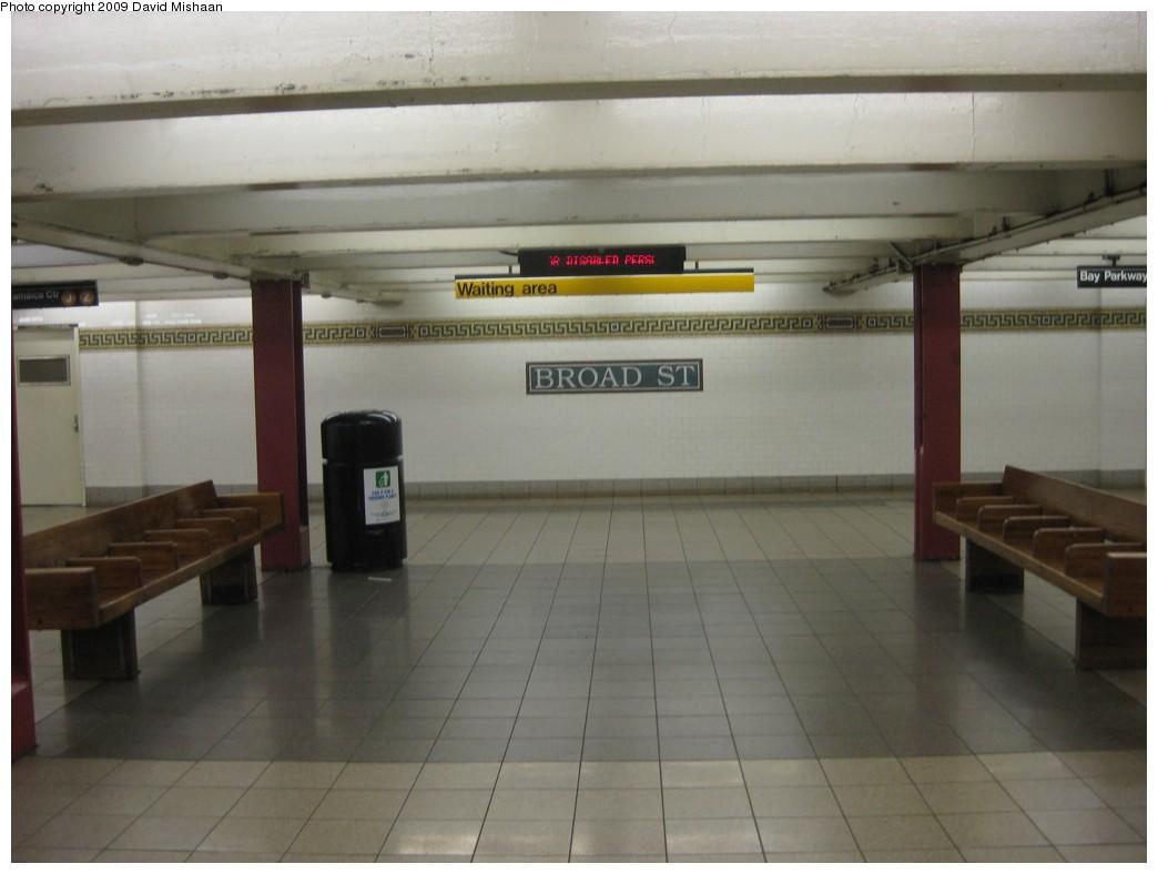 (131k, 1044x788)<br><b>Country:</b> United States<br><b>City:</b> New York<br><b>System:</b> New York City Transit<br><b>Line:</b> BMT Nassau Street/Jamaica Line<br><b>Location:</b> Broad Street <br><b>Photo by:</b> David M. <br><b>Date:</b> 2/19/2009<br><b>Notes:</b> Mezzanine/waiting area.<br><b>Viewed (this week/total):</b> 3 / 1781