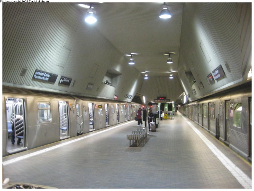 (177k, 1044x788)<br><b>Country:</b> United States<br><b>City:</b> New York<br><b>System:</b> New York City Transit<br><b>Line:</b> IND Queens Boulevard Line<br><b>Location:</b> Jamaica Center/Parsons-Archer <br><b>Route:</b> E<br><b>Photo by:</b> David M. <br><b>Date:</b> 2/19/2009<br><b>Viewed (this week/total):</b> 1 / 1994