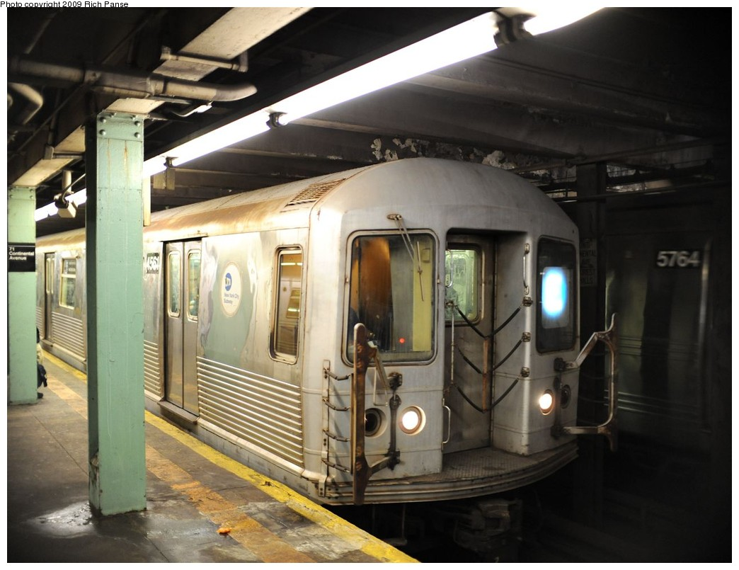 (178k, 1044x805)<br><b>Country:</b> United States<br><b>City:</b> New York<br><b>System:</b> New York City Transit<br><b>Line:</b> IND Queens Boulevard Line<br><b>Location:</b> 71st/Continental Aves./Forest Hills <br><b>Route:</b> E<br><b>Car:</b> R-42 (St. Louis, 1969-1970)  4561 <br><b>Photo by:</b> Richard Panse<br><b>Date:</b> 3/25/2009<br><b>Viewed (this week/total):</b> 0 / 1617