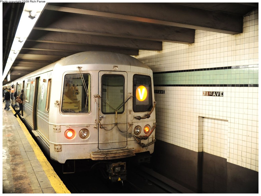 (189k, 1044x786)<br><b>Country:</b> United States<br><b>City:</b> New York<br><b>System:</b> New York City Transit<br><b>Line:</b> IND Queens Boulevard Line<br><b>Location:</b> 71st/Continental Aves./Forest Hills <br><b>Route:</b> V<br><b>Car:</b> R-46 (Pullman-Standard, 1974-75)  <br><b>Photo by:</b> Richard Panse<br><b>Date:</b> 3/25/2009<br><b>Viewed (this week/total):</b> 0 / 1142