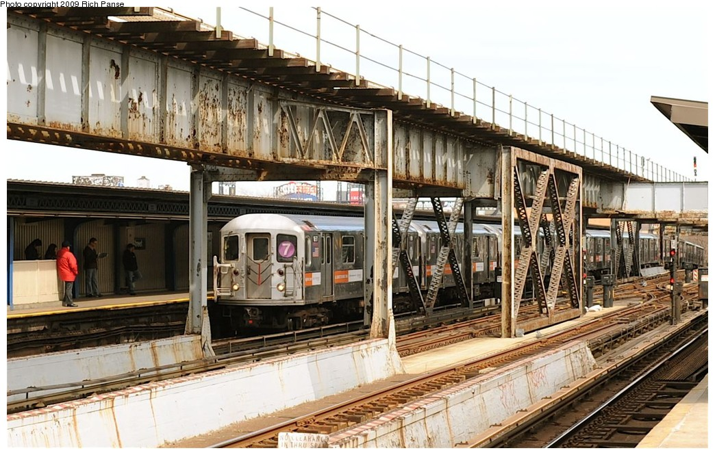 (223k, 1044x665)<br><b>Country:</b> United States<br><b>City:</b> New York<br><b>System:</b> New York City Transit<br><b>Line:</b> IRT Flushing Line<br><b>Location:</b> 111th Street <br><b>Route:</b> 7<br><b>Car:</b> R-62A (Bombardier, 1984-1987)   <br><b>Photo by:</b> Richard Panse<br><b>Date:</b> 3/25/2009<br><b>Viewed (this week/total):</b> 2 / 2079