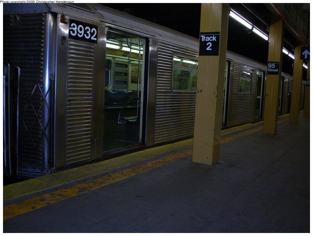 (243k, 1044x788)<br><b>Country:</b> United States<br><b>City:</b> New York<br><b>System:</b> New York City Transit<br><b>Line:</b> BMT 4th Avenue<br><b>Location:</b> 95th Street/Fort Hamilton <br><b>Route:</b> R<br><b>Car:</b> R-32 (Budd, 1964)  3932 <br><b>Photo by:</b> Christopher Henderson<br><b>Date:</b> 3/25/2009<br><b>Viewed (this week/total):</b> 1 / 2276
