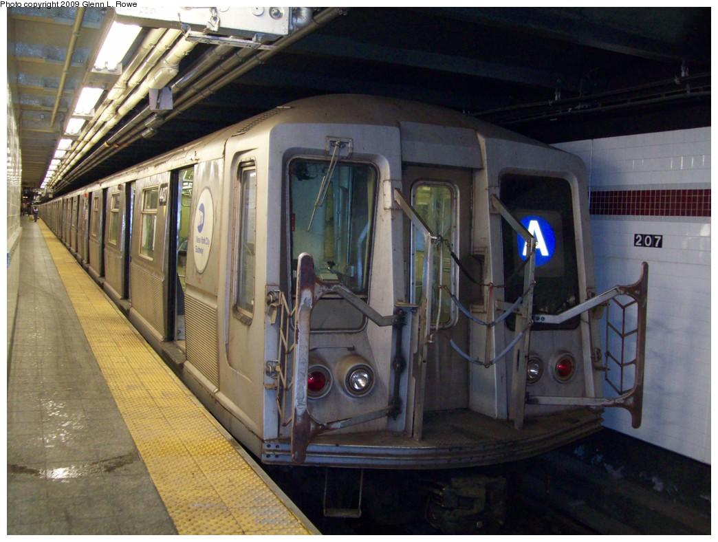 (210k, 1044x788)<br><b>Country:</b> United States<br><b>City:</b> New York<br><b>System:</b> New York City Transit<br><b>Line:</b> IND 8th Avenue Line<br><b>Location:</b> 207th Street <br><b>Route:</b> A<br><b>Car:</b> R-40 (St. Louis, 1968)  4437 <br><b>Photo by:</b> Glenn L. Rowe<br><b>Date:</b> 3/26/2009<br><b>Viewed (this week/total):</b> 0 / 1026
