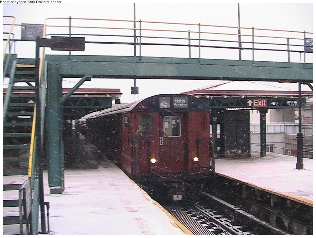 (244k, 1044x788)<br><b>Country:</b> United States<br><b>City:</b> New York<br><b>System:</b> New York City Transit<br><b>Line:</b> IRT White Plains Road Line<br><b>Location:</b> East 180th Street <br><b>Route:</b> Work Service<br><b>Car:</b> R-33 World's Fair (St. Louis, 1963-64)  <br><b>Photo by:</b> David M. <br><b>Date:</b> 12/31/2008<br><b>Viewed (this week/total):</b> 0 / 1483