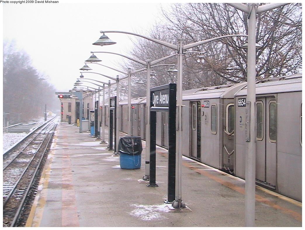 (267k, 1044x788)<br><b>Country:</b> United States<br><b>City:</b> New York<br><b>System:</b> New York City Transit<br><b>Line:</b> IRT Dyre Ave. Line<br><b>Location:</b> Dyre Avenue <br><b>Route:</b> 5<br><b>Car:</b> R-142 (Primary Order, Bombardier, 1999-2002)  6654/6653 <br><b>Photo by:</b> David M. <br><b>Date:</b> 12/31/2008<br><b>Viewed (this week/total):</b> 1 / 3442