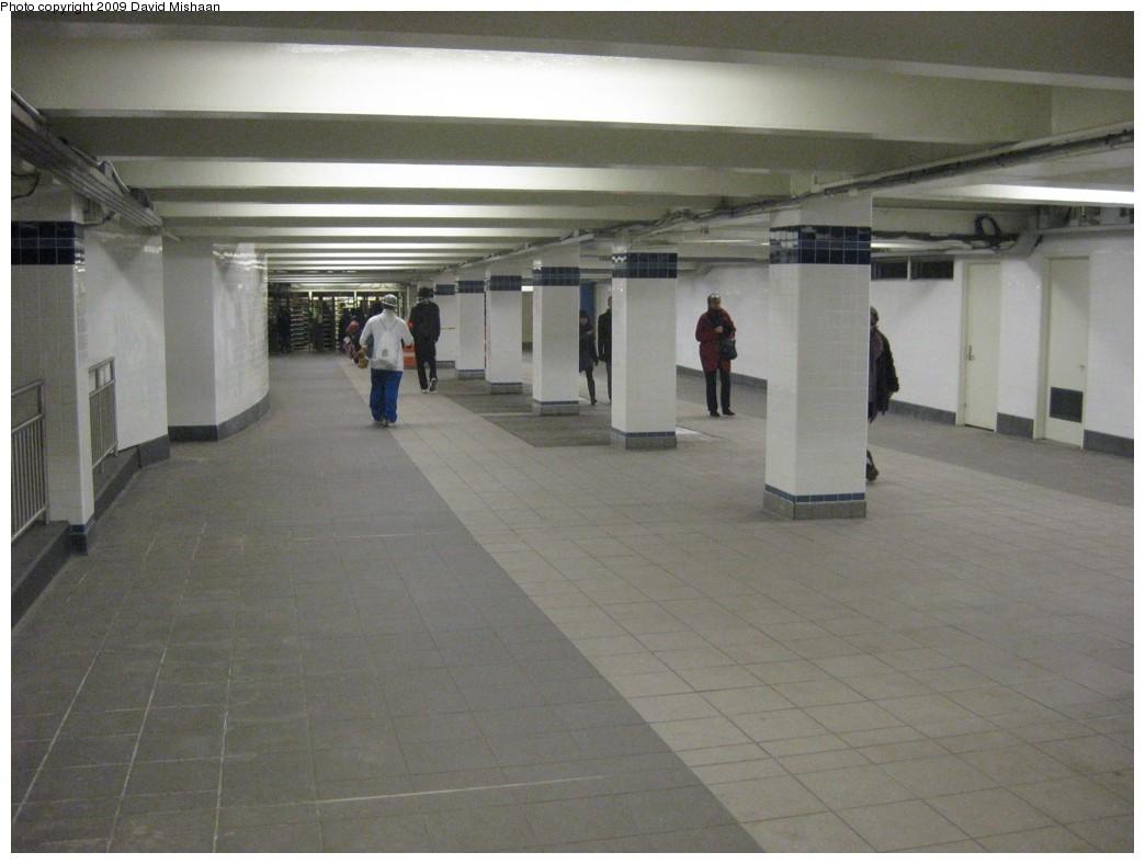 (154k, 1044x788)<br><b>Country:</b> United States<br><b>City:</b> New York<br><b>System:</b> New York City Transit<br><b>Line:</b> IND 8th Avenue Line<br><b>Location:</b> Jay St./Metrotech (Borough Hall) <br><b>Photo by:</b> David M. <br><b>Date:</b> 3/13/2009<br><b>Notes:</b> Mezzanine<br><b>Viewed (this week/total):</b> 1 / 1711